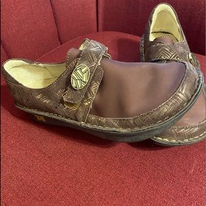 Nice slip ons by Algeria super good for your feet